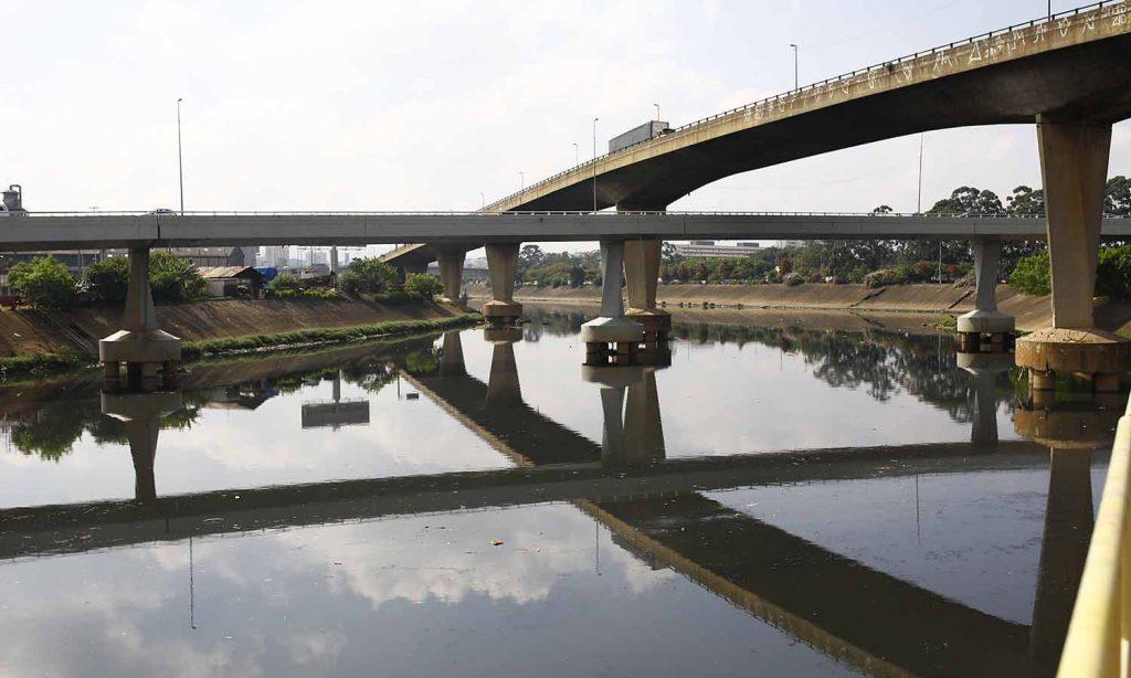 Ponte sobre rio Tietê